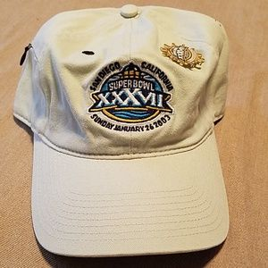 NWT Super Bowl XXXVII (Buccaneers won) with pin
